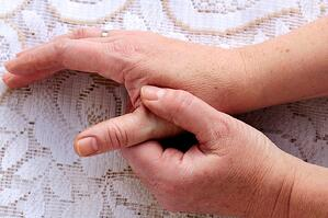 4 Reasons You May Be Suffering from Thumb Joint Pain